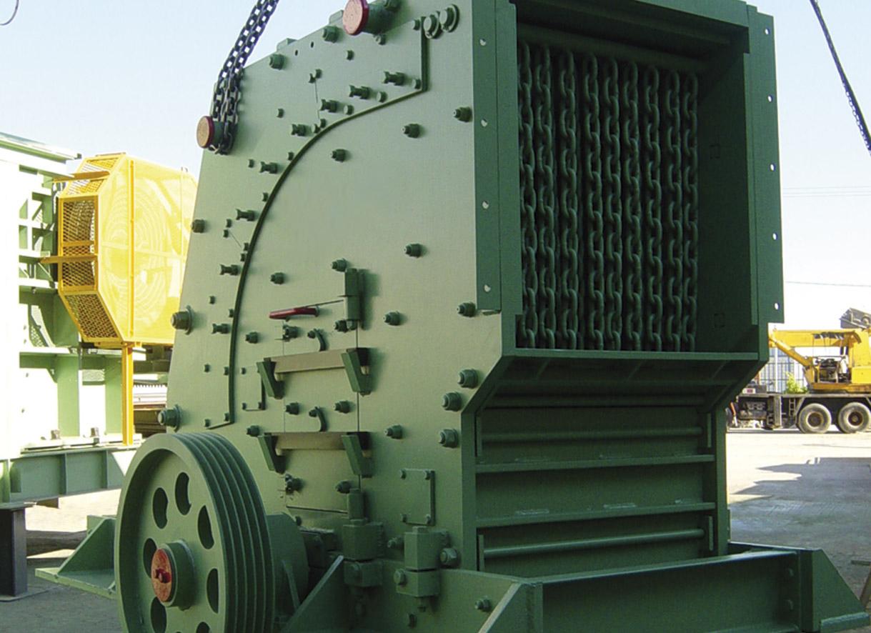 """Boca de carga, puerta de inspección lateral y terminación de eje principal de una trituradora de impacto <span class=""""color_granier""""><span class=""""color_granier"""">GRANIER <sup class=""""clase_sup"""">®</sup></span></span>"""