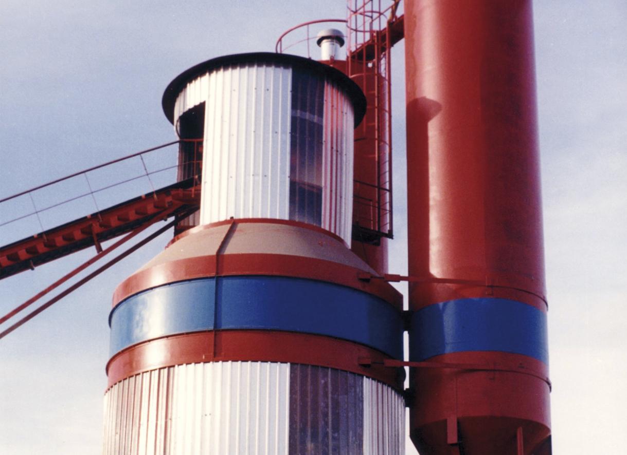 Conexión de la cinta transportadora a la parte superior de la mezcladora de una planta de hormigón de torre